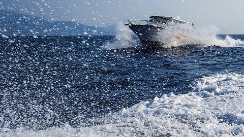 De buitenboordmotor van je boot beveiligen: welk slot is het beste?